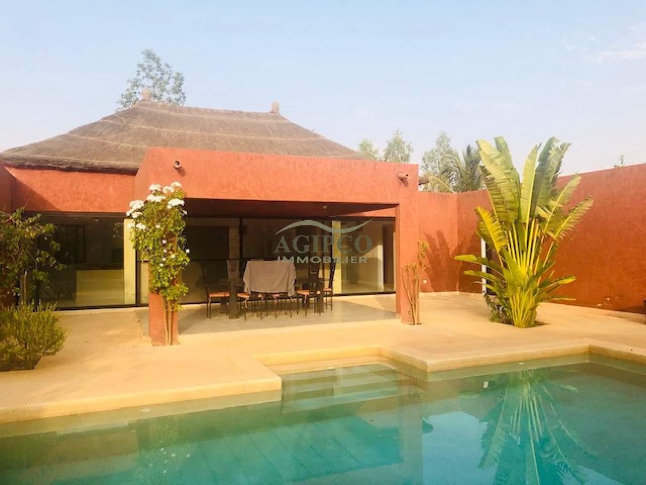 Villa à vendre dans résidence proche autoroute